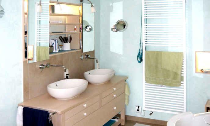 Badezimmer aus Naturholz