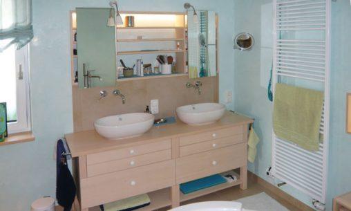 Individuelle Möbel für Ihr Badezimmer aus Naturholz