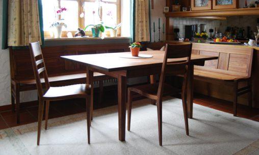 Individuell angefertigter Essplatz aus Massivholz mit natürlicher Oberfläche