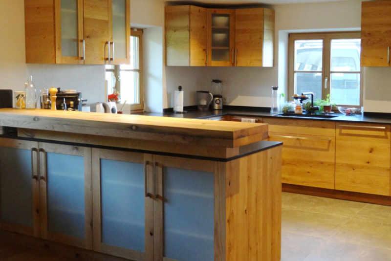 Küche aus Naturholz vom Schreiner