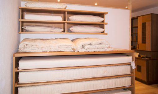 Prolana Naturmatratzen und Bettwaren Wir führen Naturmatratzen und Qualitätsbettwaren von Prolana. In unserer Möbelausstellung können Sie in Ruhe und in angenehmer Atmosphäre unsere Naturmatratzen von Prolana testen. Erfahren Sie hier mehr über Naturmatratzen von Prolana und unsere Bettwaren.
